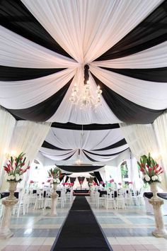 Black and white wedding decor - black and white wedding ideas - black and white ceremony decor - black and white wedding reception Black White Parties, Black And White Theme, Pink Black, Wedding Themes, Wedding Decorations, Wedding Ideas, Wedding Details, Trendy Wedding, Prom Themes