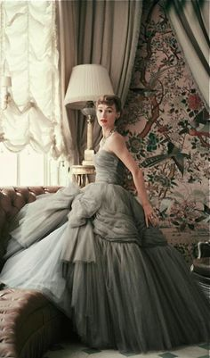 Behind the scenes at Christian Dior in the 1950s