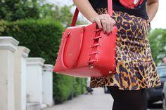 Catwalk Show: Linda, loira e japonesa: move like Jagger. Arezzo perfect bag.