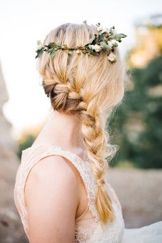 Imagen vía We Heart It #blonde #braid #flower #girl #hair #hairstyle
