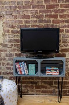 Description: DIY TV stand is a nice addition to any living room. These inspirations will give you ideas to make practical TV stands. Wooden Crates Tv Stand, Crate Tv Stand, Make A Tv Stand, Tv Stand With Mount, Cheap Crates, Tv Stand Plans, Swivel Tv Stand, Ikea, Tv Furniture