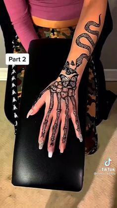 Pretty Hand Tattoos, Hand Tattoos For Girls, Dope Tattoos For Women, Dainty Tattoos, Symbolic Tattoos, Cute Tattoos, Girl Tattoos, Body Art Tattoos, Tatoos