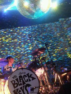 Patrick Carney of the Black Keys - BOK Center, Tulsa -Everlasting Light The Black Keys, Stage, Bands, Tv, Lighting, Concert, Music, People, Musica
