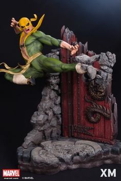 XM Studios presents Iron Fist! Daniel Rand wins the power of the Iron Fist by confronting Shou-Lao the Undying, whose power resided within a flaming brazier. Iron Fist, Marvel Dc Comics, Marvel Heroes, Marvel Characters, Marvel Statues, Deco Cool, Crazy Toys, Marvel Comic Universe, Avengers