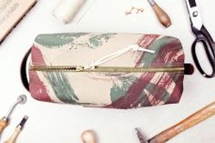 Limited French army camouflage dopp kit by Atelier de l'Armée. Available via www.atelierdelarmee.com. Like us on Facebook, follow us on Instagram and twitter, follow us on tumblr, share us with our world
