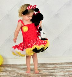 Minnie Mouse Outfit. CUTE!!