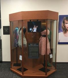 1989 outfits at the taylor swift education center!!!
