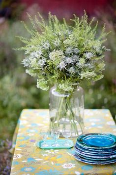 Absolutely love a beautiful bouquet of these field flowers on the table inside or outside!