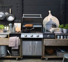 It is understandable kitchen's ambience is really essential to enhance our cooking mood and enliven the room nuance. However, when you feel bored with indoor kitchen style, outdoor kitchen ideas may be a solution to explore more things to do differently. Diy Outdoor Kitchen, Outdoor Cooking, Kitchen Dining, Outdoor Decor, Outdoor Food, Rustic Outdoor, Outdoor Kitchens, Outside Living, Outdoor Living