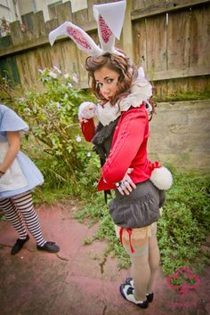 Halloween this year? Chic Halloween, Cute Halloween Costumes, Halloween Cosplay, Scary Halloween, Cosplay Costumes, Halloween Makeup, Halloween Ideas, Halloween Alice In Wonderland, Wonderland Costumes