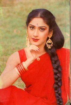 Top 10 Bollywood Actress, Beautiful Bollywood Actress, Beautiful Girl Indian, Most Beautiful Indian Actress, Beauty Full Girl, Beauty Women, Hot Images Of Actress, Saree Photoshoot, Indian Hairstyles