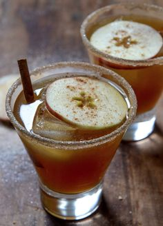 Spiced Amaretto Apple Cider Kiss | howsweeteats.com