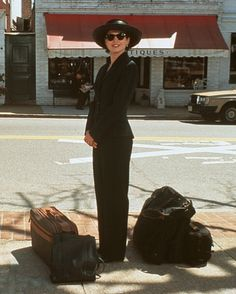 Still of Julia Ormond in Sabrina - Costume Design by Ann Roth Julia Ormond, Divas, Chick Flicks, Romantic Movies, Moving Pictures, Great Movies, Costume Design, Actors & Actresses, Fashion Outfits