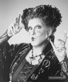 A gallery of Hocus Pocus publicity stills and other photos. Featuring Bette Midler, Sarah Jessica Parker, Kathy Najimy, Thora Birch and others. Halloween Movies, Disney Halloween, Scary Movies, Halloween Scene, Halloween Witches, Halloween Art, Halloween Treats, Happy Halloween, Halloween Costumes