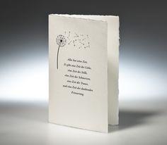 Trauekarte aus echtem Bütten mit zartweisse Färbung, 225 g/m². In der Mitte gefalzt inkl. edlem Briefumschlag. Die Karte besitzt den typische Büttenrand und eine feine Siebstruktur.