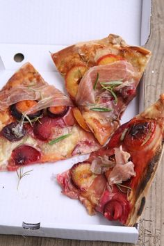 pflaumen-parmaschinken-rosmarin-pizza - lecker! :)