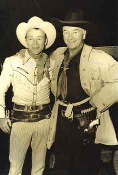 Roy Rogers was an American singer and cowboy actor, and was the namesake of the Roy Rogers Restaurants franchised chain. He and his wife Dale Evans married in 1947 and were featured in more than 100 movies and The Roy Rogers Show. Vintage Tv, Vintage Hollywood, Classic Hollywood, Vintage Horror, Vintage Movies, Vintage Stuff, Hollywood Glamour, Hollywood Actresses, Radios