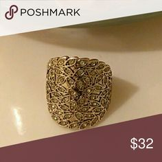NEW Gold Chip Ring Sz 7 NEW Gold Chip Ring Sz 7 Boutique Jewelry Rings