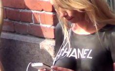 Une Danoise se promène avec un t-shirt CHANEL en body-painting