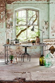 Vintage industrial style decor trends to make a lasting impression in your guests! Industrial House, Industrial Chic, Vintage Industrial, Industrial Office, Industrial Design, Industrial Bedroom, Rustic Interiors, Industrial Interiors, House Interiors