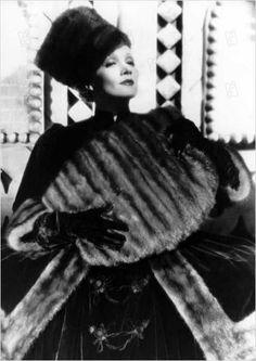 Travis Banton, Marlene Dietrich in The scarlet Empress , 1934, directed by Josef von Stenberg Marlene Dietrich, Grande, Game Of Thrones Characters, Jackets, Fashion, Fur Coat, Moda, Jacket, Fasion