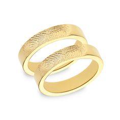 Schlicht, edel und elegant sind diese Bandringe in 585 Gelbgold. Ring mit Fingerabdruck auf der mattierten Ringschiene aussen.    Die Ringe werden ...