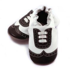 Chaussures de bébé en cuir bout d'aile, blanc et noir, pour les bébés garçons, chaussures habillées en cuir, chaussons, chaussures, mocassins bébé à encaissement par ElkKidsBoutique sur Etsy https://www.etsy.com/fr/listing/223324726/chaussures-de-bebe-en-cuir-bout-daile
