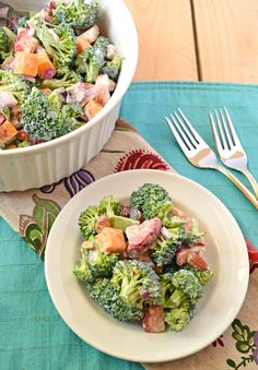 Strawberry Broccoli Salad: A healthy twist on the classic Waldorf Salad with almonds, strawberries and Greek yogurt (no mayo!) - www.thelawstudentswife.com