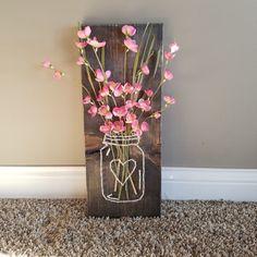 Tarro de masón cadena arte con flores artificiales por BizzyBodyCo