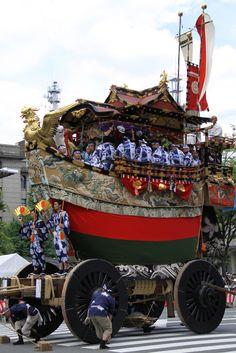 Huge Dashi (Festival car) goes around down town in Kyoto Gion. 船鉾。形がユニーク。 祇園祭 京都 kyoto gion festival    #Kimono #Japan http://www.rakuten.co.jp/aiyama/