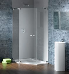 HÜPPE Studio Paris  Nadaj szyku Twojej łazience.  Kabiny prysznicowe HÜPPE Studio Paris poprzez wysoki udział pracy ręcznej oferują perfekcyjne rozwiązanie dla każdego pomieszczenia. Częściowo obramowane lub bezramowe, na cokole czy ze skosami – Twoje pomysły nie mają granic.  Innowacyjne i rewolucyjne – to nowe dekory chromowe HÜPPE. Utwórz akcenty w łazience i pozwól porwać się lustrzanym efektom. Nadaj łazience niepowtarzalny, osobisty charakter.