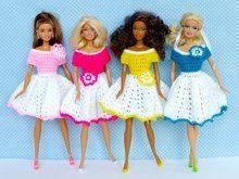 Mein Lieblings-Sommerkleidchen für Puppen - Häkelanleitung für  Anfänger Crochet Barbie Clothes, Doll Clothes, Doll Patterns, Barbie Doll House, Crochet Instructions, Doll Tutorial, Barbie Dress, Beautiful Dolls, Fashion Dolls