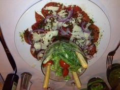 Carpaccio de boeuf charolais au pistou, copeaux de parmesan et salade césar Le bistrot des maquignons à Lyon http://sixthematique.fr/le-bistrot-des-maquignons/