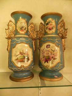 Velho Paris - par de magnificos vasos floreiras em porcelana antiga com medalhões em reserva na gale