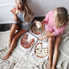 #friends#girls#pizza#goals#bedroom#eating