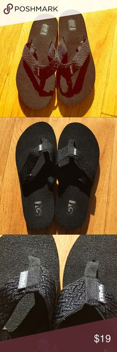 SZ 6 TEVA BLACK FLIP FLOPS! BRAND NEW! Never worn. Brand new condition. Size 6 teva. Awesome flip flops. I have them in a million colors (that I'm not selling). Super comfortable. I am obsessed with TEVA and Reef flip flops. The best! Teva Shoes Sandals