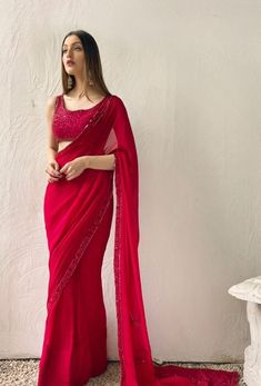 Indian Fashion Trends, Indian Fashion Dresses, Indian Designer Outfits, Girls Fashion Clothes, Saree Look, Red Saree, Saree Designs Party Wear, Sarees For Girls, Modern Saree