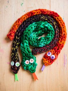 Finger knit snakes from Finger Knitting Fun, by VIckie Howell Photography by @coryryan