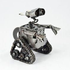 Wall-e-Sculpture-from-Scrap-Metal-Car-Bike-Parts-Wall-e-Figure-Walle-22CM-big