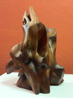 "Escultura de madera de savina ""DUO1114"". Pilar Posada escultora. Vitoria Gasteiz"