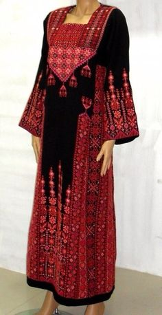 embroidered Palestinian dress - could be woven via space dyed yarn Arabic Dress, Palestinian Embroidery, Afghan Dresses, Quoi Porter, Muslim Dress, Folk Costume, Embroidery Dress, Kaftan, Traditional Dresses