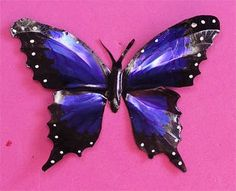 Butterflies out of soda cans. Definitely would love to make a flock of these to place on a wall in my room or maybe the ceiling. Upcycled Crafts, Recycled Paper Crafts, Wire Crafts, Metal Crafts, Handmade Crafts, Recycled Cans, Handmade Dolls, Aluminum Foil Art, Aluminum Can Crafts