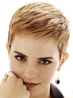 Risultati immagini per capelli cortissimi donna naso pronunciato