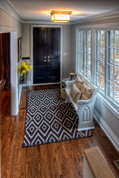 Love that rug! Great tips for creating an Entryway that works!