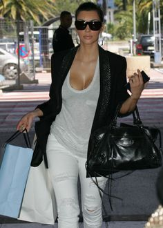 Latest Kim Kardashian News - Enough is enough. Are we obsessed with Kardashian?Or Celebrities in general. Ok, some good news here for the Kardashian Fans htt. Kim K Style, Love Her Style, Style Me, Look Kim Kardashian, Kardashian Family, Kardashian Fashion, Kendall, Look Kylie Jenner, Cute White Dress