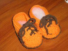 mocasines en crochet de lana para bebé de 3 a 6 meses.