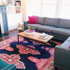 Can't get enough of this cheerful family room featuring our Navy Kismet Rug Nothing beats our Monday blues like a colorful #shareyourcwt post! {room and  by @honeyandfitz} #cwrugs