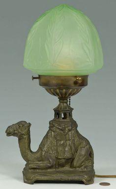 Estilo Art Deco lámpara de mesa w / Camel Figurativo Base