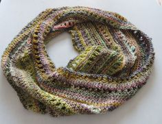 How to Crochet an Infinity Scarf With No Pattern -Want to know how to crochet an infinity scarf? This wonderful tutorial will have you crocheting your scarf in no time. The best part is you don't even have to follow a pattern! No pattern required.