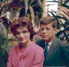 Nadire Atas on Jacqueline Kennedy Onassis Camelot Jfk And Jackie Kennedy, Jaqueline Kennedy, Robert Kennedy, Familia Kennedy, American First Ladies, Jfk Jr, John Fitzgerald, Famous Photographers, Marie